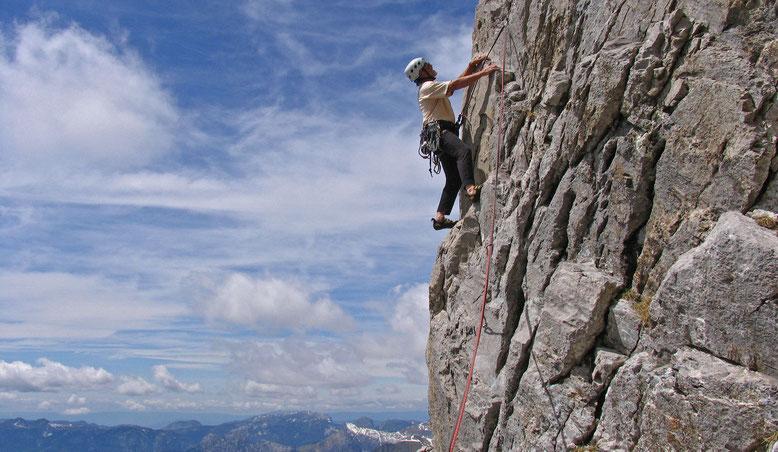 Gusti im griffigen Fels der La Mamule in der Route Le tonnau des danaïdes