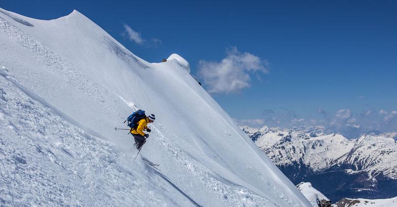 Marco im ordentlich steilen Gipfelhang des Gletscher Ducan