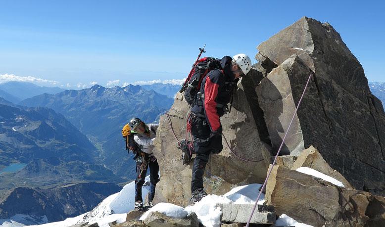 Am Südgrat des Liskamm, kurz vor der Einmündung in die Überschreitung und des Ost Gipfels