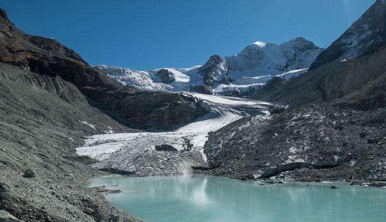Blick zum Moiry Gletscher und Pointe de Mourti