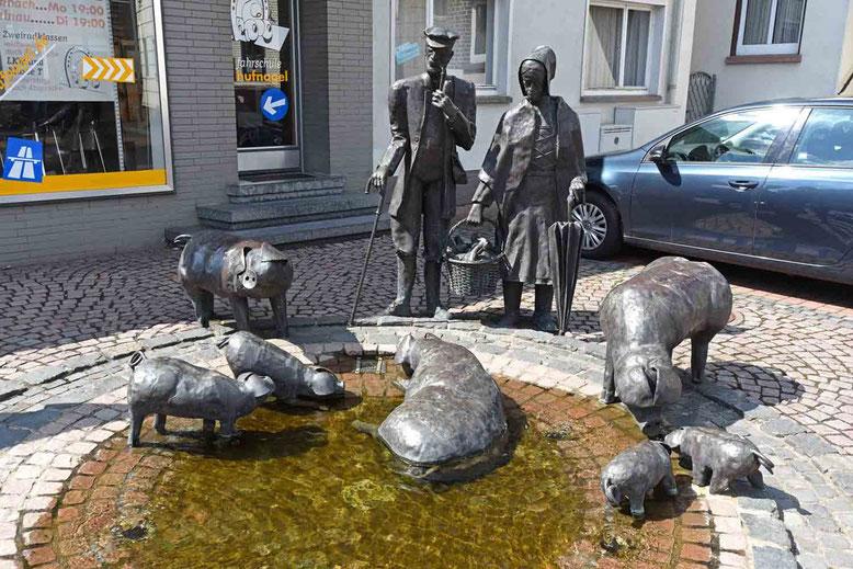 © Traudi - der Schweinebrunnen
