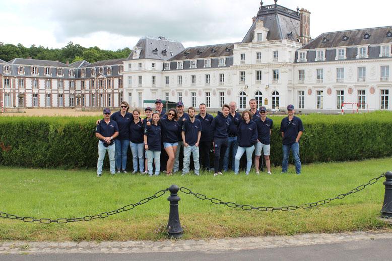 Photo de groupe au Chateau des Vaux (28)
