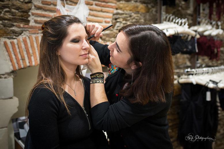 En pleine séance maquillage, merci Clémence...