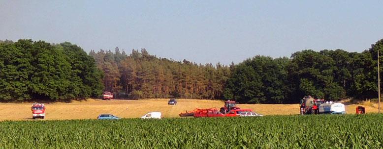 Auch Landwirte rückten mit Tankwagen an.