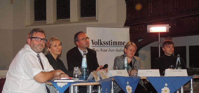 Die Kandidaten Hans-Werner Kraul, Bogumila Jacksch, der Moderator Marc Rath, die Kandidaten Silke Wolf, Karsen Schindler (v.l.n.r.)