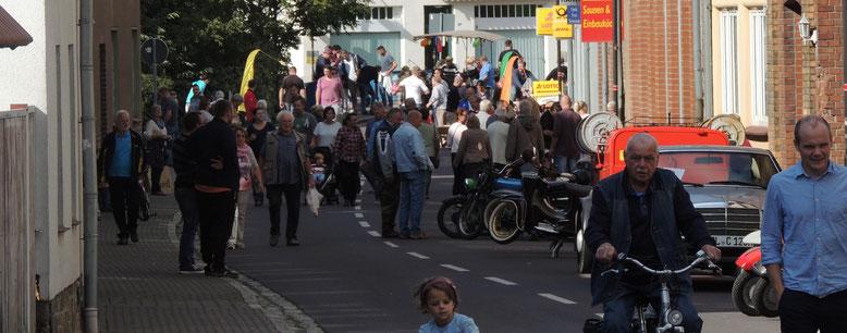 """Trubel in der """"Innenstadt""""..... In Weferlingen steppte der Bär....."""