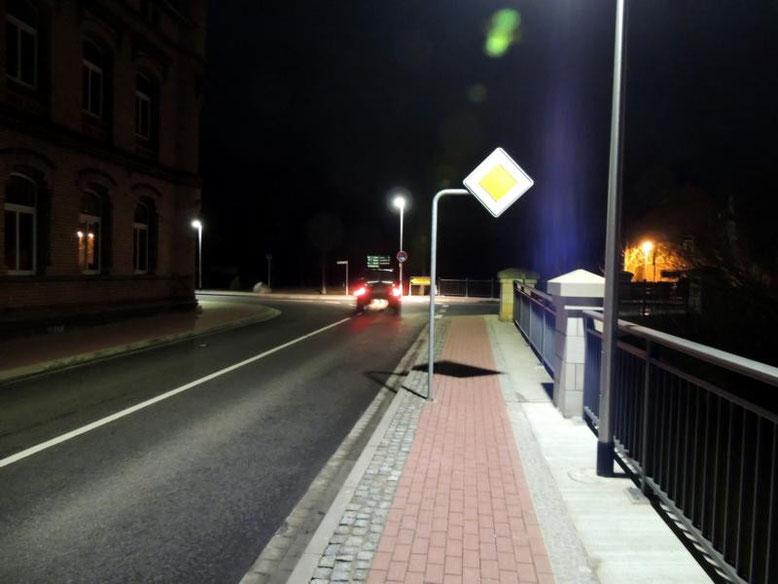 """Kein Zusatzschild """"abbiegende Hauptstraße"""" in Richtung Magdeburger Straße. Vor ein paar Tagen gab es aber eins."""