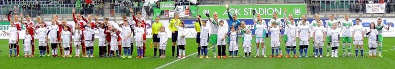 Auch beim Vfl Wolfsburg konnten die jungen Fußballer eine Eskorte stellen. (Foto M-J.A.)