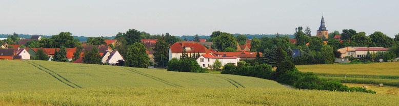 Der wundervolle Blick über die Landschaft, hier zum Zielort Behnsdorf.