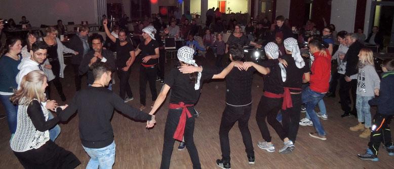 Beim Begegnungsfest tanzte man gemeinsam und hatte viel Spaß und Freude.