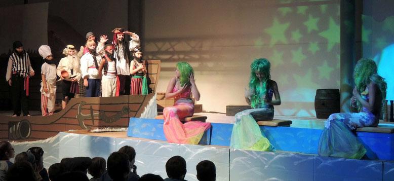 Das Spiel der Meerjungfrauen verzauberte die rauhen Burschen.