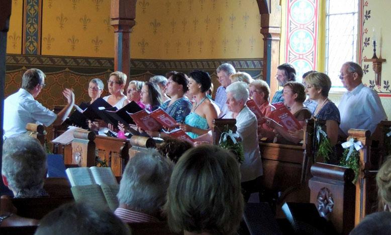 Dank gilt dem Kirchenchor der Kantorei Weferlingen. Dieser trug mit seinen Gesängen zum schönen Gelingen der Neueinweihung bei.