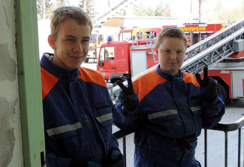 Zwei der Kameraden von der Jugendfeuerwehr Weferlingen