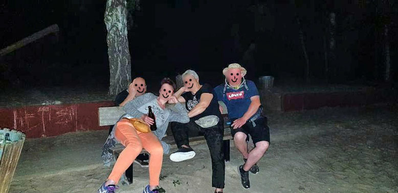 Das sind die Nachtwanderer vom Arendsee, könnt Ihr den 5. auch erkennen? Könnt Ihr nicht, denn der knipste dieses Foto.