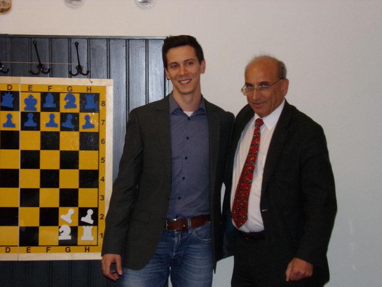 Vor Veranstaltungsbeginn mit dem Gründer der Schachhochschule Jürgen Carsten.