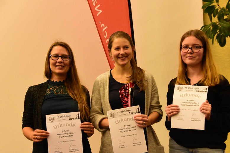 Frauenpreise beim Pfalz Open: Sarah Papp (2. Platz), Melanie (1. Platz), Annmarie Mütsch (3. Platz) © https://www.pfalzopen.de/
