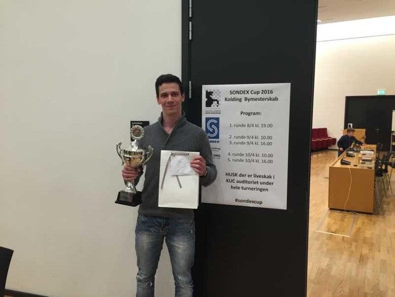 Der 1.Preis: Titel des Stadtmeisters, Verewigung auf dem Wanderpokal, Preisgeld und dänische Tischdeckchen