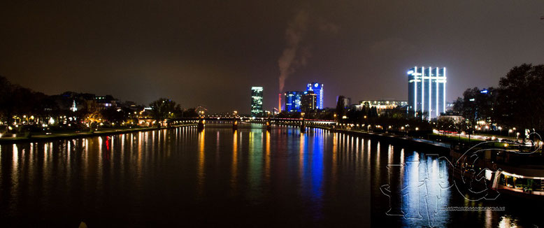 Frankfurts Skyline @ night