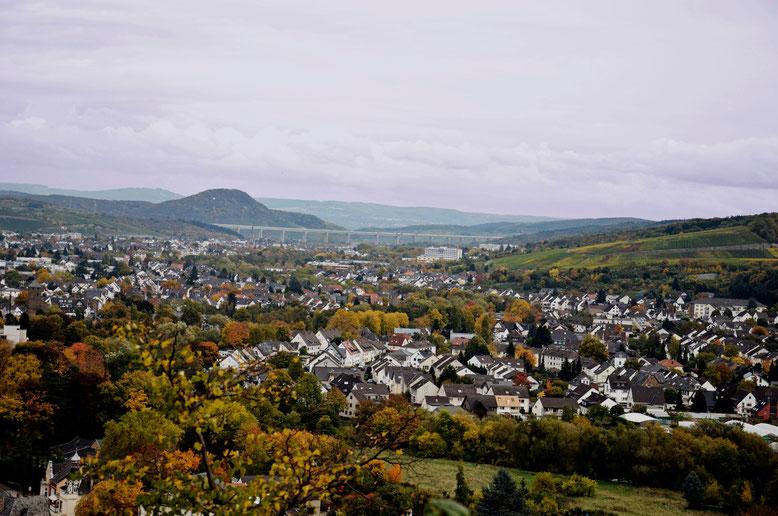 Der Blick über Bad Neuenahr auf die Landskrone (Copyright by www.bilderadresse.de)