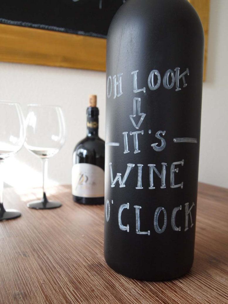 Diy Deko Vasen Aus Alten Weinflaschen Sarahs Atelier