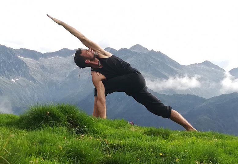 Jérome Briaux Parivrtta Parsvakonasana - Yoga Iyengar