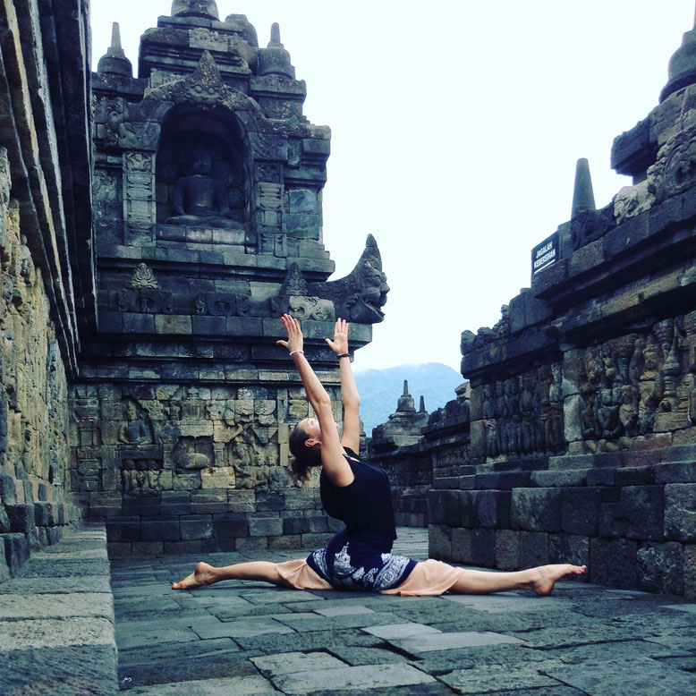 Posture Hanumasana - Cours Yoga Vinyasa Krama à Toulouse avec Yara