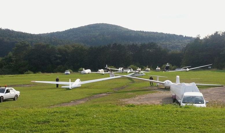 Flugbetrieb während eines Sommerfliegerlagers mit Gastverein (© Foto: Meder)