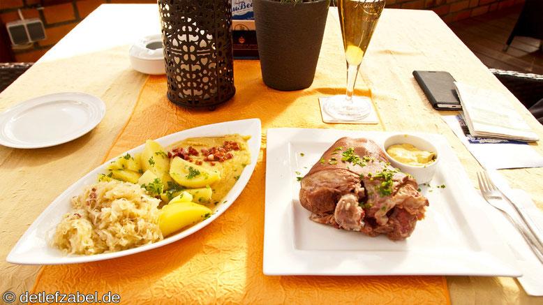Eisbein mit Sauerkraut