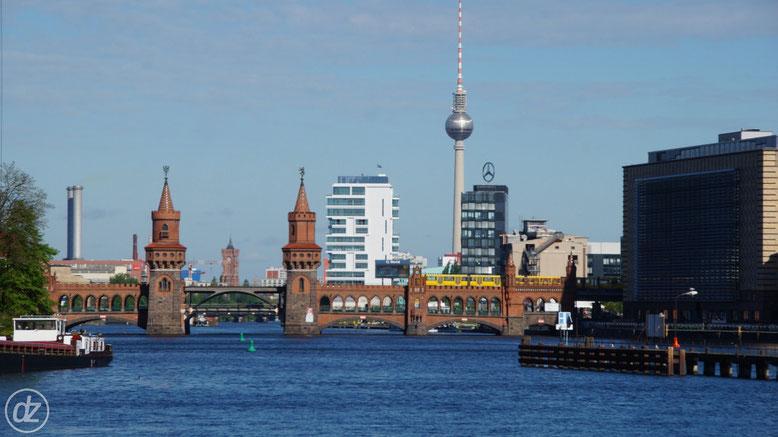 Blick auf die City mit Oberbaumbrücke und Rotem Rathaus | Foto: © Detlef Zabel