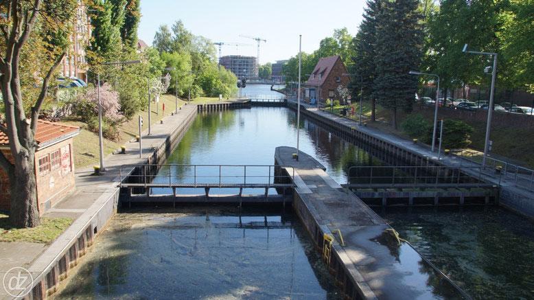 Landwehrkanal mit Schleuse - hinten die Spree | Foto: © Detlef Zabel
