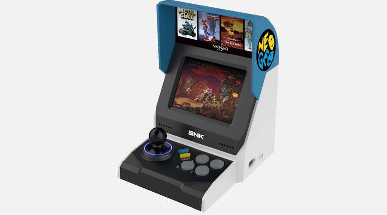 Sind das die ersten Bilder des Neo Geo Mini von SNK? Die im Arcade-Stil konzipierte Spielekonsole soll bald offiziell enthüllt werden. Bilderquelle: YouTube/Spawn Wave