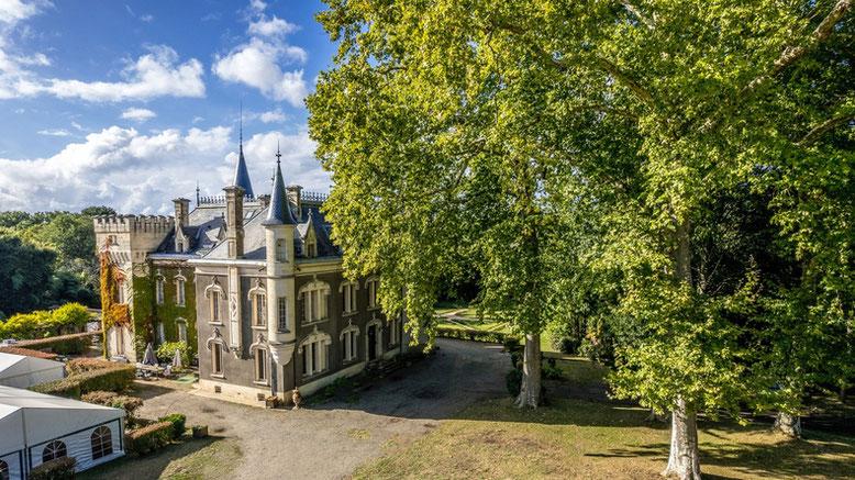 Vue générale du Domaine et Château Belle Epoque à Linxe 40 dans les Landes, chambre d'hôte et gîte