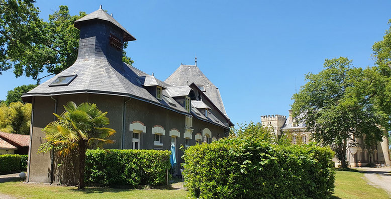 Gîte le Pigeonnier and the Château in the Belle Epoque estate