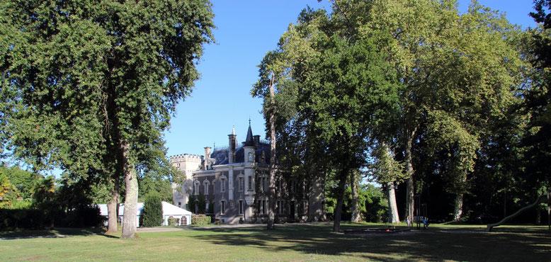 """Rundblick auf den Park und Schloβ Belle Epoque, Gästezimmer und Ferienwohnungen in Linxe 40, in der Gegend """"Les Landes"""""""