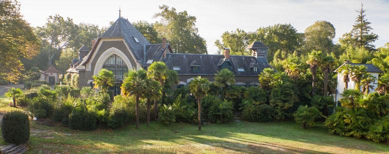 Gîtes Fiacre, sellerie, ...dans le parc du Château au Domaine Belle Epoque à Linxe 40