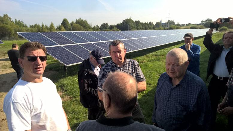 Da wir morgens nicht in der Schule arbeiten konnten wurde uns die gerade in Betrieb genommene Fotovoltaikanlage gezeigt. Ein technischer Meilenstein für Nadeshda.
