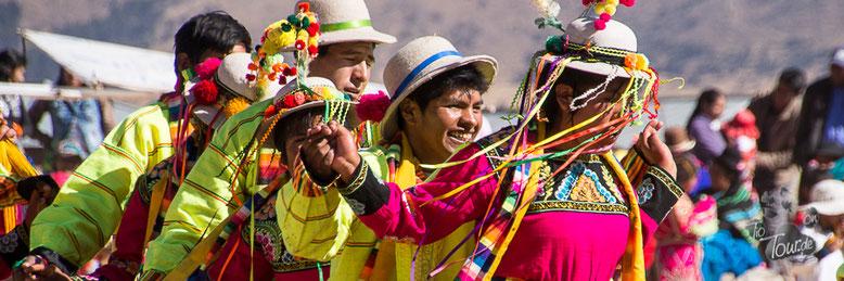 Nationalfeiertag in Peru. Am Titicaca-See wird - wie überall - gefeiert.
