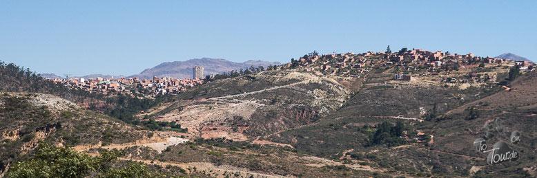 Sucre - konstitutionelle Hauptstadt Boliviens - liegt auf mehreren Hügeln auf 2800m