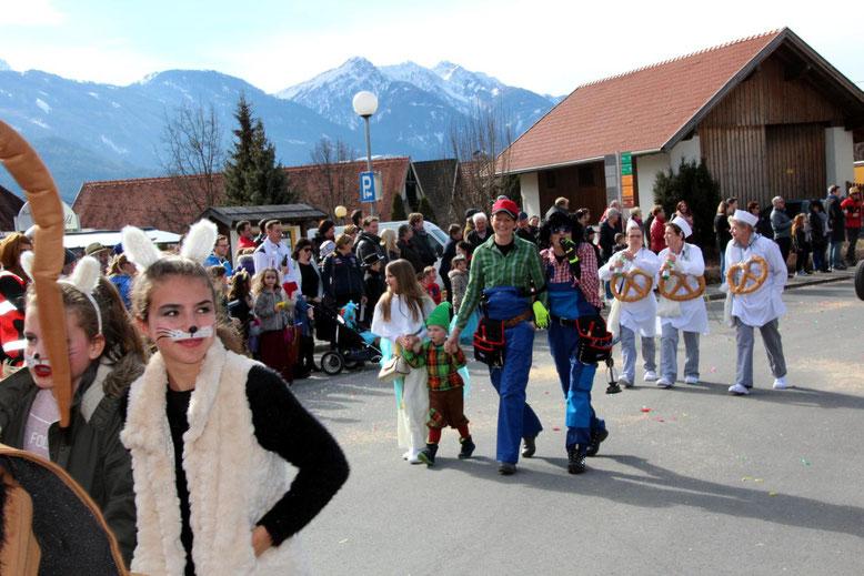 """die """"Muppetshow""""-Mitglieder Annelies Rohrer u. Anita Niederwimmer (hinten) sind ins Bäckerlager übergewechselt"""
