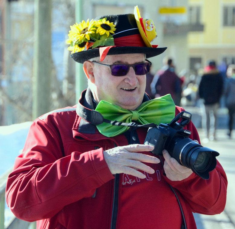 """auch """"Der Beobachter"""" war natürlich mit der Kamera bewaffnet, um das närrische Treiben festzuhalten - Foto: Pompenig Peter"""