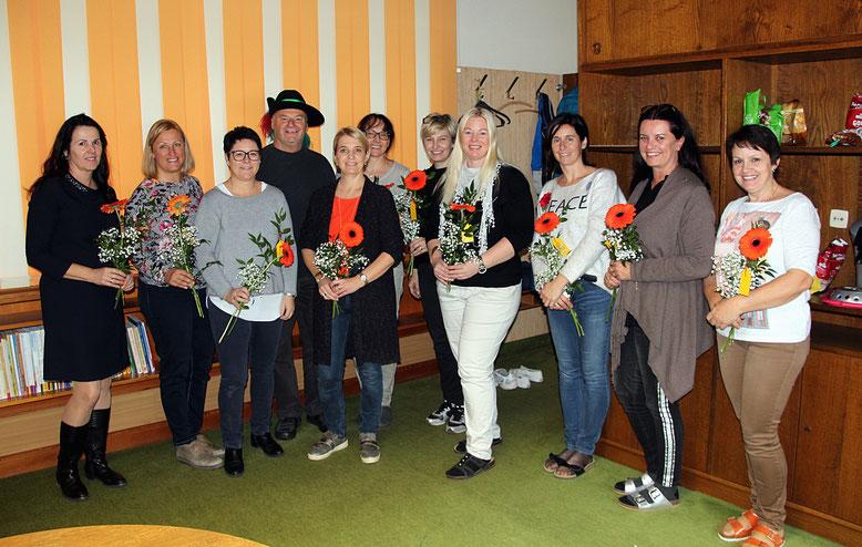 Kanzler Peter Lanz u. Kassierin Ulli Granig mit den Lehrerinnen u. Direktorin Anita Hartlieb (li.)