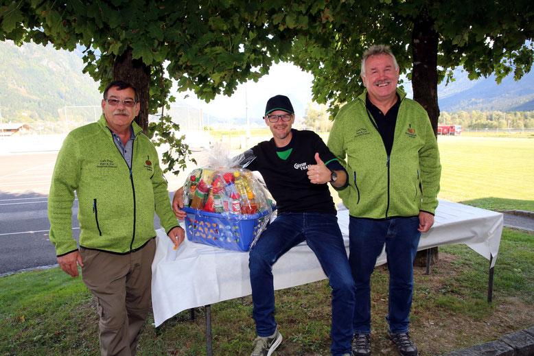 Bernd Elwischger - glücklicher Gewinner des überschweren Geschenkkorbes