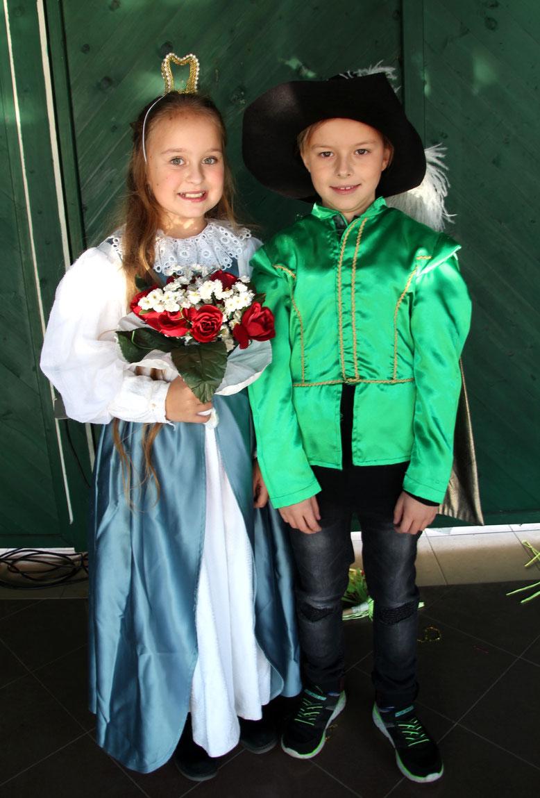 das Schüler-Faschingsprinzenpaar - Jana (Granig) die II. und Sebastian (Wirth) der I.