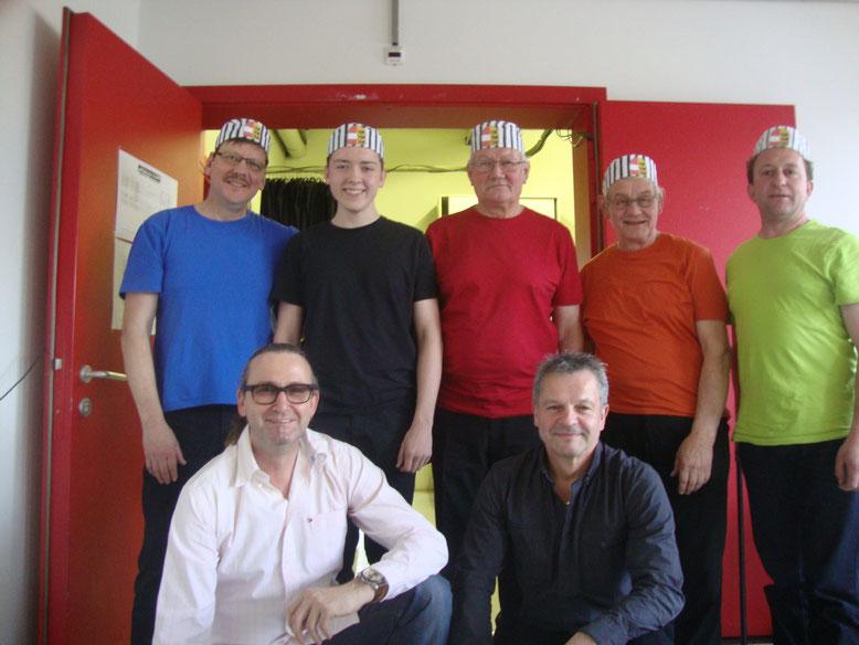 hi.v.lks: Albert u. AloisPetutschnig, Sepp u. Walter Unterpirker, Armin Ortner - Vorne lks: Autor-Walter Widemair, -  re. Tontechnik-Chef - Sepp Safrin