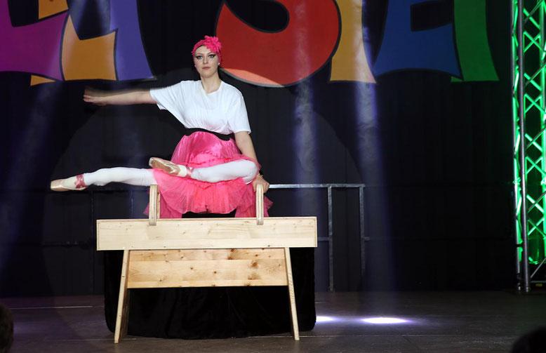 "Johanna Petutschnig u. Karin Ebenberger - ""Akrobatik"""