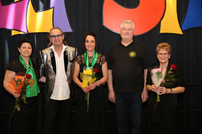 mit einem kleinen Präsent geehrt wurden die Geburtstagskinder Ulli, Walter, Monika, Alfred u. Dagmar von Kanzler Peter Lanz