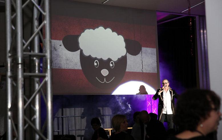 """""""eine Herde schwarzer Schafe"""" - ein Politsong der Extraklasse mi Mitwirkung des Publikums"""