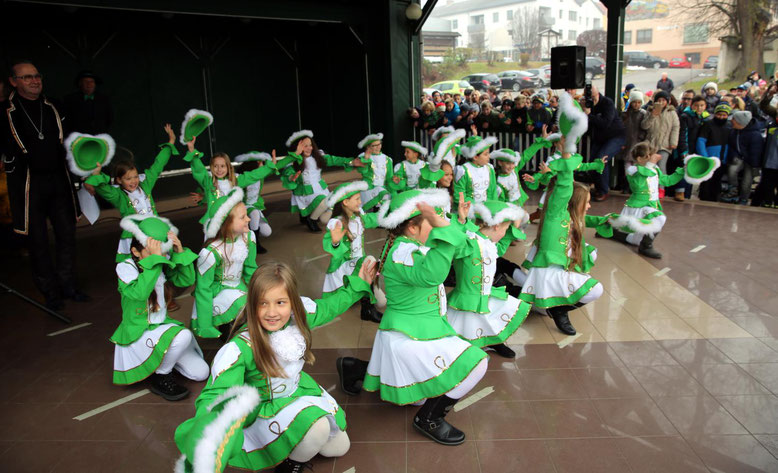 mit tollen Choreografien wartete die Schüler-Faschingsgarde auf