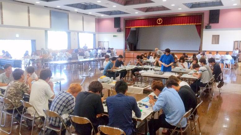 山形大学よさこいサークル四面楚歌さん100名が6ブースに分かれて体験製作
