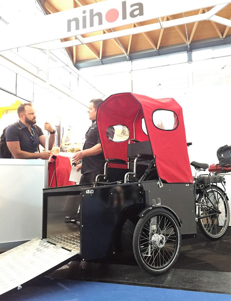 Nihole stellt auf der Eurobike 2018 ein Familienrad vor, das für den Transport von Menschen in Rollstühlen ausgelegt ist.